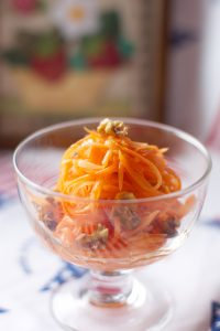 人参のオレンジが食卓を華やかにしてくれますよ。