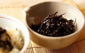 ゆかりの酸味が夏の食卓によくあいます。ゆかりがなければ、梅肉を少し混ぜてくださいね。