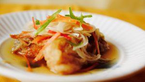 アンチエイジングの食材の鮭と野菜を一緒にたっぷりと・・・。