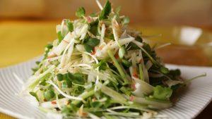 レタスが只今高騰中。一玉600円⤵︎⤵︎貝割れ菜、せり、セロリなどお好みの野菜に変えて作ってくださいね。