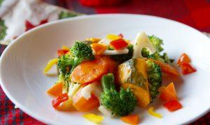彩よく、野菜たっぷり!シンプルな味付けが、野菜の甘みを壊さない。