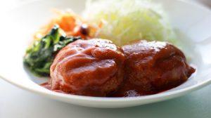 玉ねぎたっぷりで柔らか。野菜ジュースで作るソースも相性バッチリ!