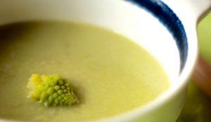 茹でた小さなロマネスコをスープに浮かしてみました!