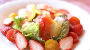 フルーツや野菜はお好みのものを彩りよく・・。