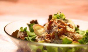 添え野菜は、レタス、大葉、みょうがなどお好みで!