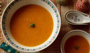 カロテンたっぷり、玄米でとろみをつけたからだに優しいスープです。
