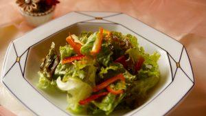しっかりと水分を取って、野菜に油をコーチングする。それがシャキッと食べるコツ!