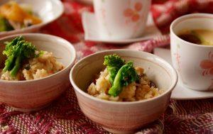 炊飯器での炊きおこわ。もち米を洗って水につけずに炊くのがポイントです。